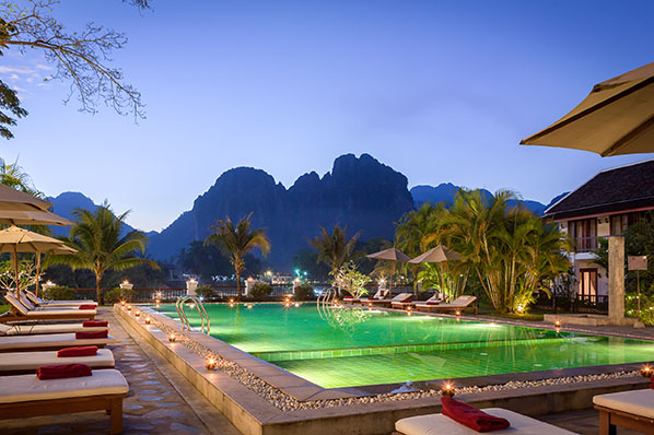 Riverside boutique resort h tel gay friendly vang vieng for Domon guesthouse vang vieng