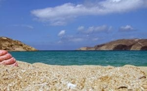 La plage nudiste de Mykonos