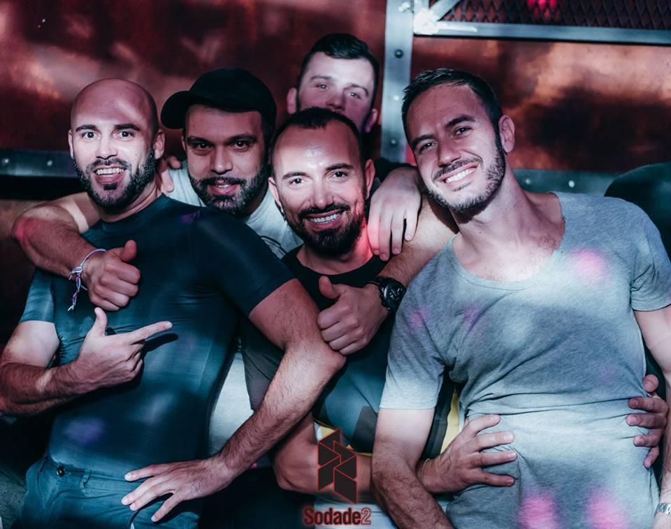 video rencontre gay clubs à Valence