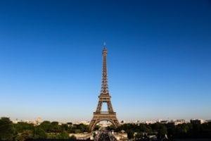 Pourquoi les Canadiens voyagent-ils en France?