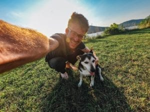 Quels sont les pays gay friendly où vous pouvez voyager avec votre chien ?