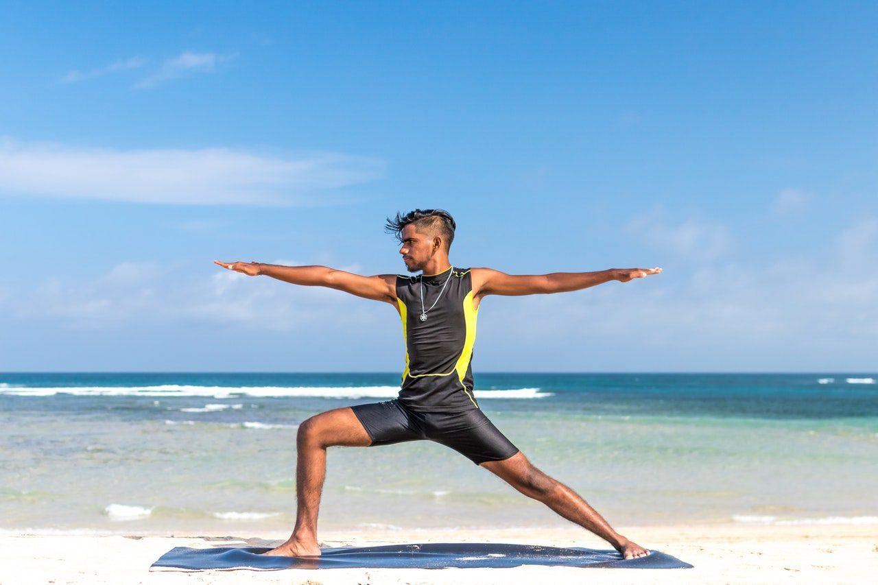 Faire du yoga à travers le monde
