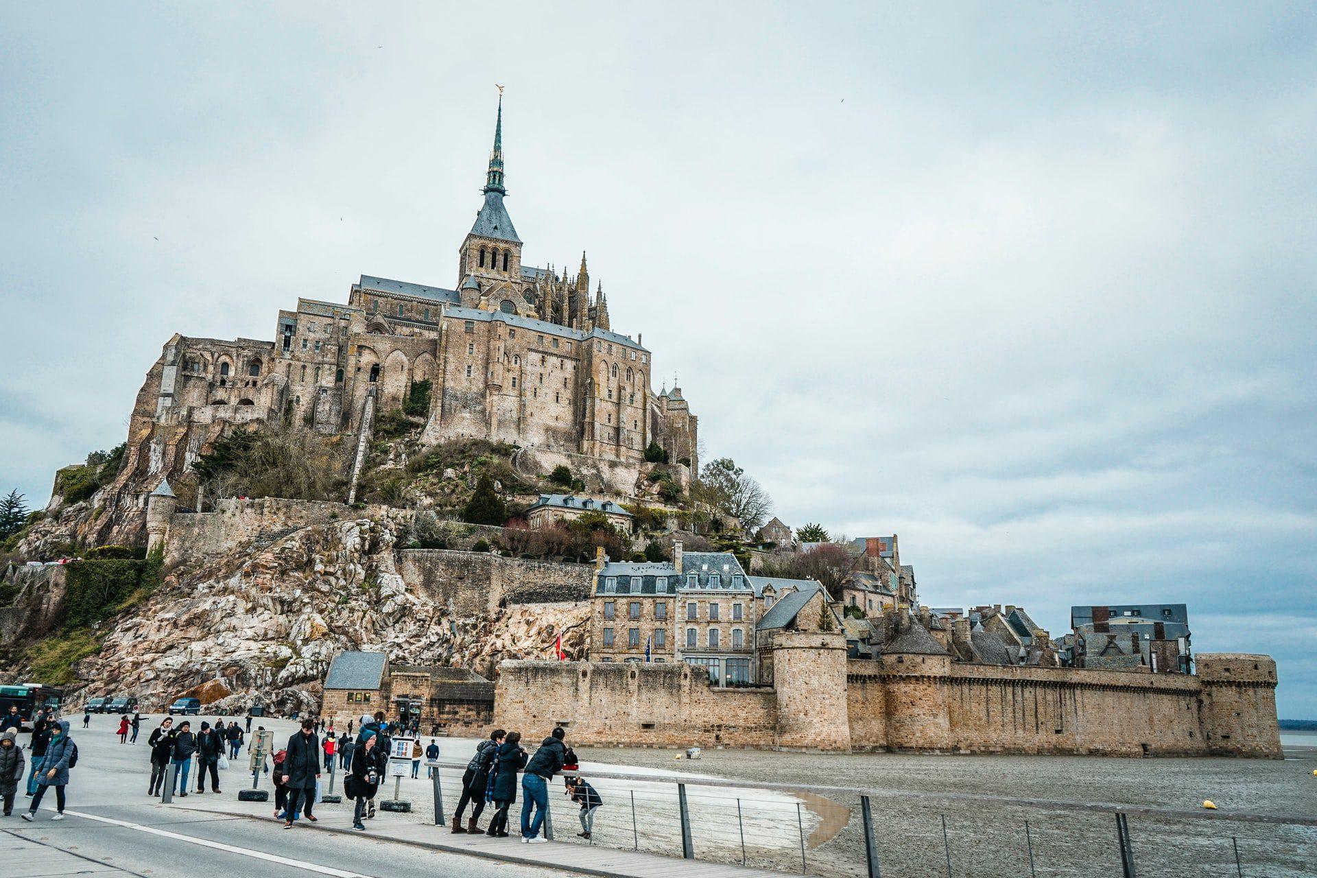 Les moines du Mont-Saint-Michel