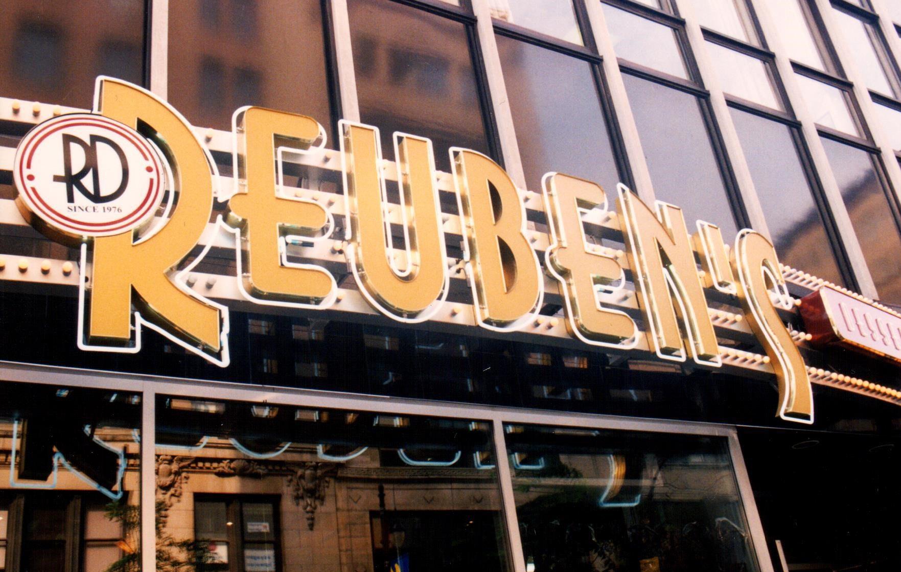 Reuben's Deli & Steakhouse Montréal