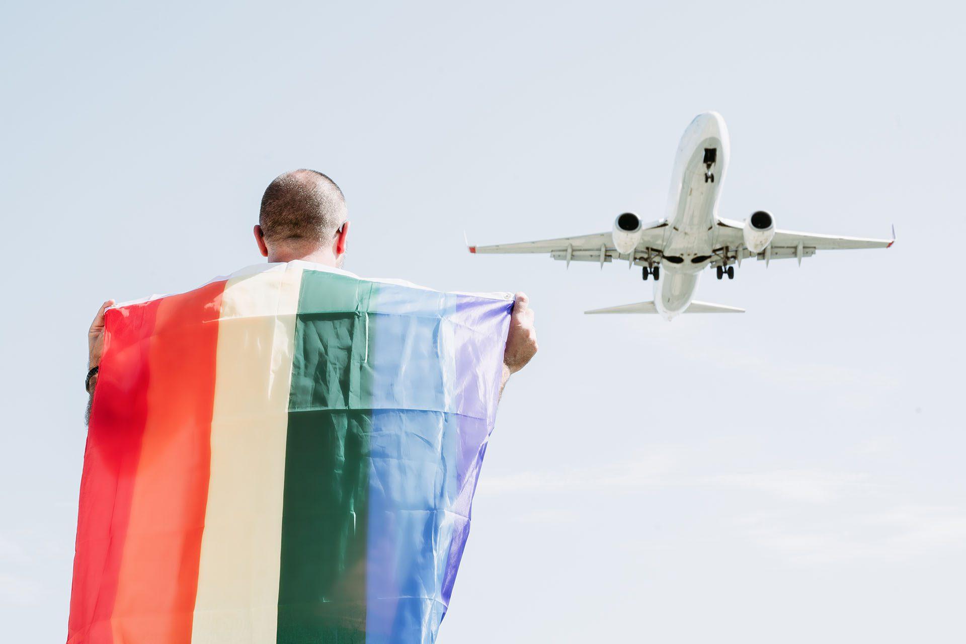 Devrait-on, nous les gays, voyager avec des compagnies uniquement gay friendly ?