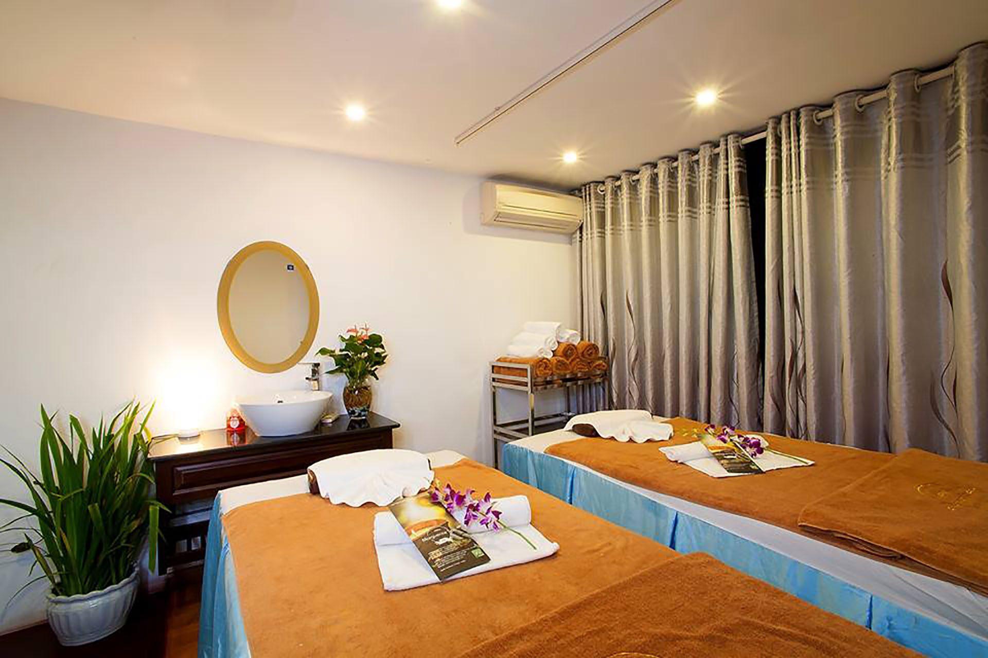 Massage gay à Hanoï