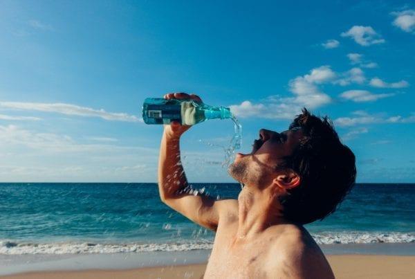 L'eau potable en voyage : 4 gestes, 4 méthodes