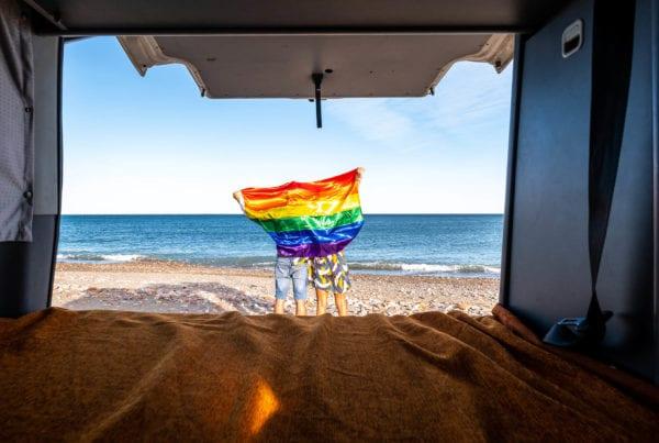 Partir en vacances en camping-car pour les LGBT