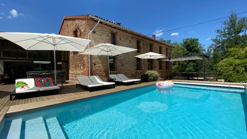Le Moulin de Titet – gay only – piscine chauffée – jacuzzi – naturisme autorisé
