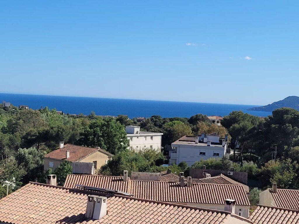 Beau 2 pièces vue mer avec garage au Cannet (4km de Cannes)