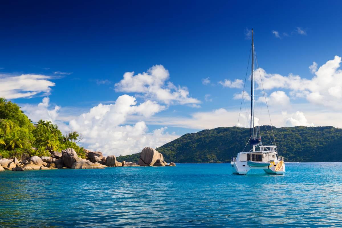 Croisière en catamaran aux Seychelles : faut-il avoir le pied marin ?
