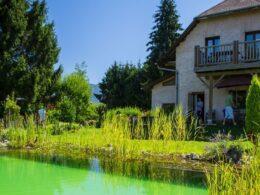 Envie d'un séjour entre lac et montagne en Savoie? ... choisissez La Jument Verte!