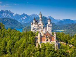 Pourquoi le château de Neuschwanstein est-il célèbre?